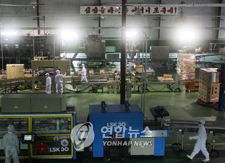 Nước khoáng sản xuất tại Bắc Triều Tiên lần đầu được nhập vào Hàn Quốc sau bảy năm
