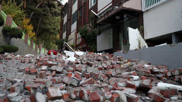 Many injured in South Korea quake