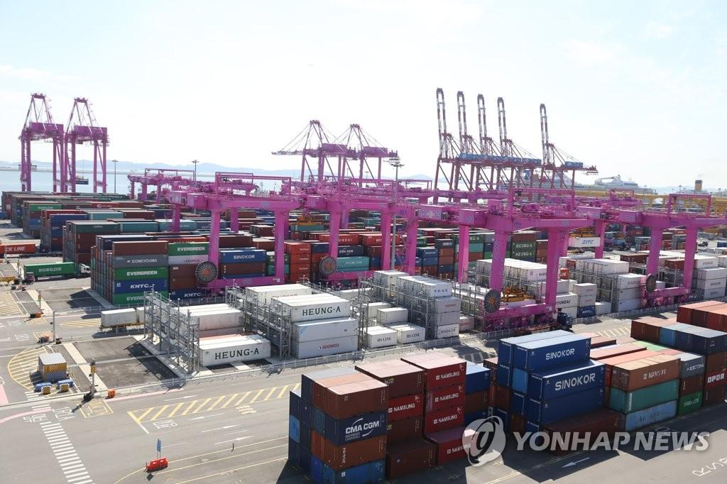 Xuất khẩu Hàn Quốc tăng nhanh nhất trong 10 nước xuất khẩu hàng đầu thế giới