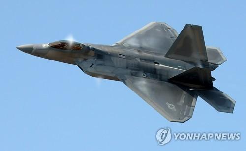 США перебросят в РК шесть истребителей F-22 Raptor