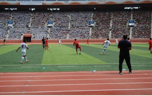 """Các cầu thủ """"nhí"""" liên Triều so tài tại Giải bóng đá thiếu niên nhi đồng quốc tế"""