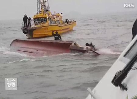 釣り船が転覆 13人死亡