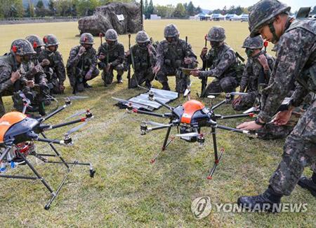 """韩国陆军明年成立""""无人机机器人战斗团"""""""