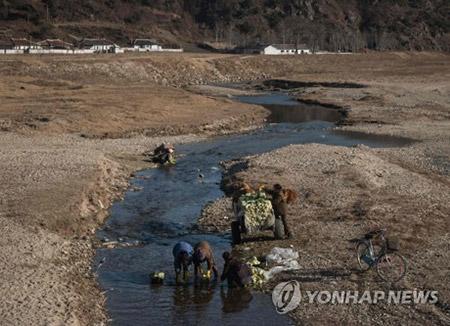 시곗바늘이 멈춘 듯…AFP 사진기자가 담은 북한 농촌마을