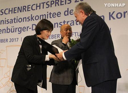 Le prix des droits de l'Homme Friedrich-Ebert décerné aux manifestants sud-coréens anti-Park Geun-hye