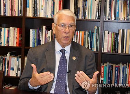 """만줄로 """"대북 선제공격 용인할 수없는 위험 될 것"""""""