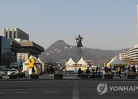 """'인기폭발' 광화문광장 사용 규칙 손본다…""""7일 이상 사용 안돼"""""""
