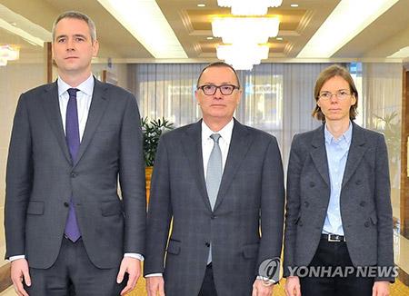 N. Korea Reports on UN, N. Korean Official Meeting
