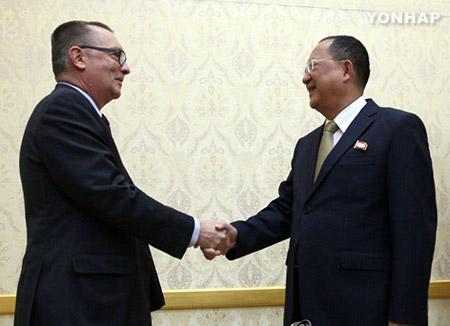 Phó Tổng thư ký Liên hợp quốc hội đàm với Đại sứ Nga tại Bình Nhưỡng