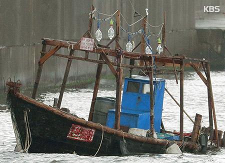 日本漂着の北韓木造船 50年前のエンジン搭載か