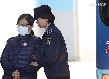 検察、崔順実被告に懲役25年を求刑 国政介入事件