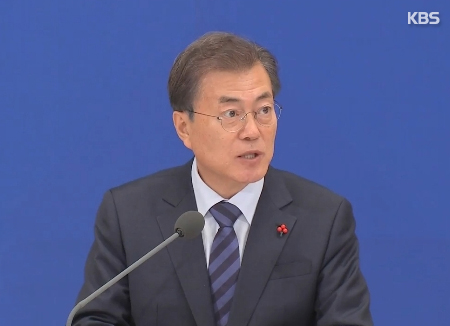 Moon Urges Koreas, US to Seize Rare Dialogue Opportunity
