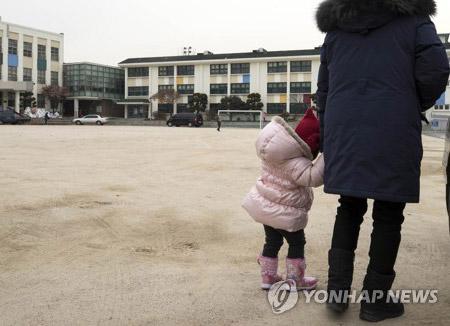 ソウルの小学校 少子化で初めて廃校へ