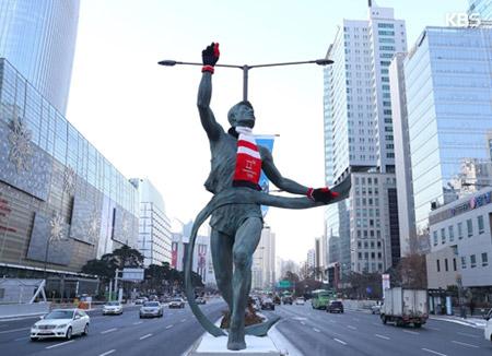 평창을 입은 1988 서울…올림픽로 조형물에 평창 공식상품 단장