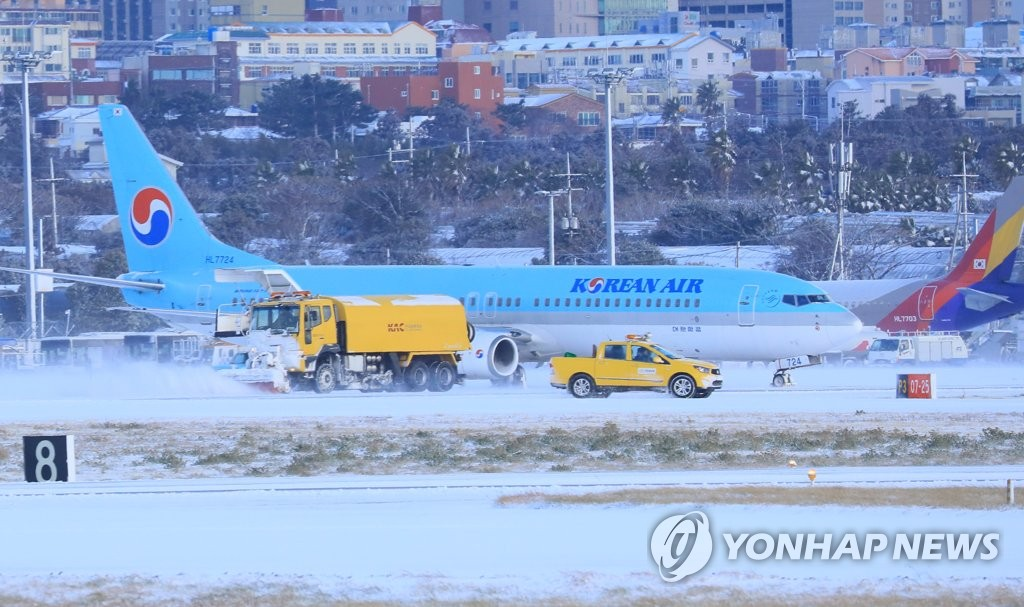 Jeju Airport Repeats Temporary Shutdown due to Heavy Snow