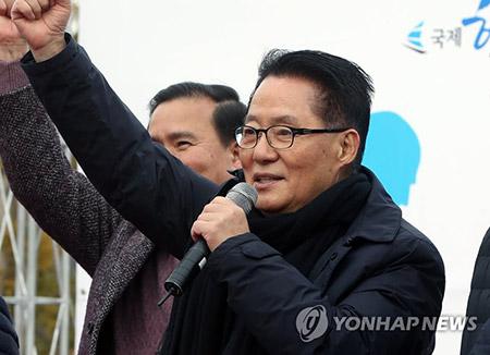 '박근혜 의혹 제기 명예훼손' 박지원 1심서 무죄