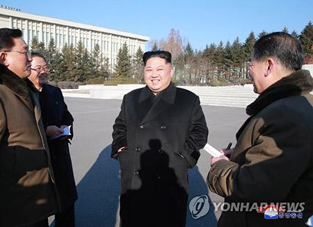 """북한 김정은 """"적들이 10년·100년 제재해도 뚫지못할 난관 없어"""""""