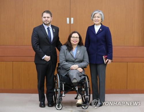 U.S. warns Pyongyang on military option