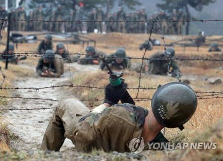 توقعات بعدم تخفيض فترة الخدمة العسكرية في كوريا إلى 18 شهرا