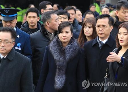 北韩艺术团先遣队考察蚕室学生体育馆和国立剧场