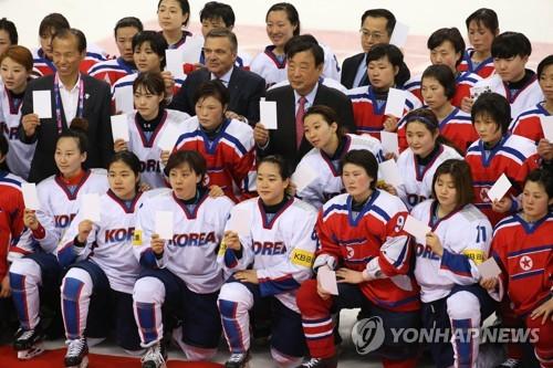 كوريا الشمالية ترسل لاعبات هوكي الجليد إلى كوريا الجنوبية