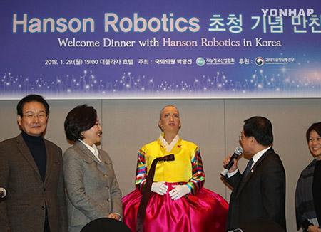AIロボット「ソフィア」  韓国未来フォーラムでスピーチ