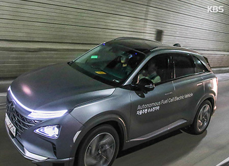 New Smart Traffic System to Enhance Safety of Autonomous Cars