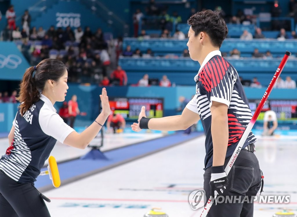 Canada beats China, improves to 2-1 in mixed doubles curling