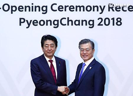 Moon propose à Abe de regarder l'histoire en face pour l'amélioration des relations bilatérales