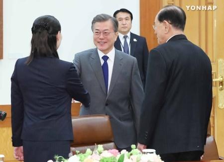 文大統領、北韓代表団と会談