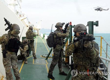 Tàu khu trục Hoàng đế Munmu Hàn Quốc đã tới vịnh Guinea làm nhiệm vụ