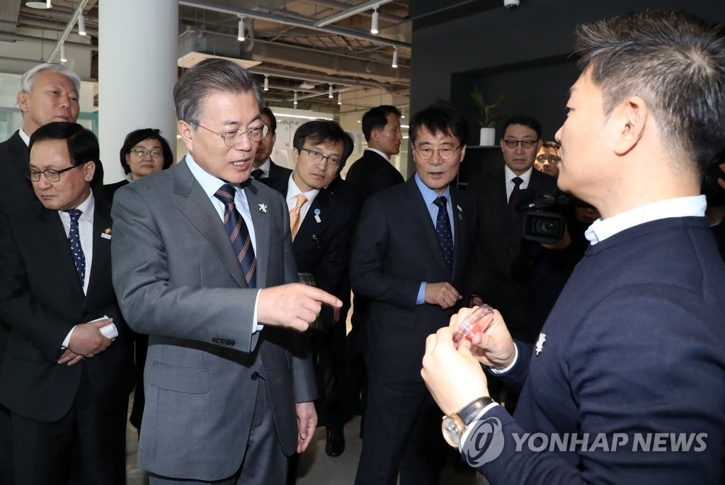 Moon Visits Science Institute in Ulsan to Encourage Start-ups