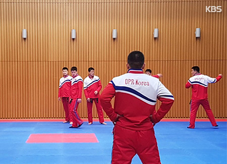 Rombongan Demonstrasi Taekwondo Korut Melakukan Pertunjukan di Seoul