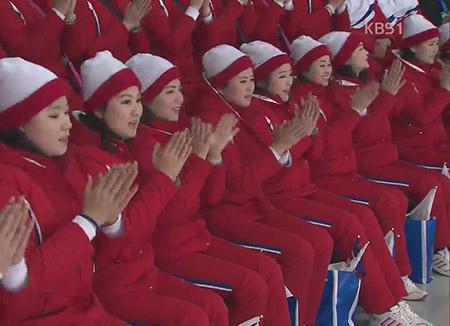 """""""우리는 하나""""…북한 응원단, 한목소리 '열렬 응원'"""
