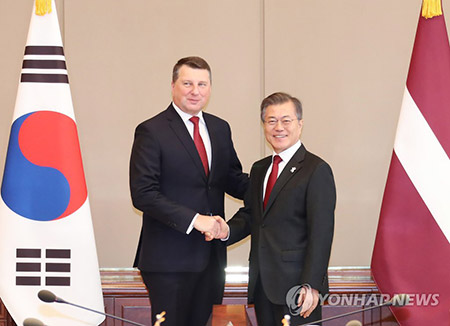 Leaders of S. Korea, Latvia Discuss N. Korea