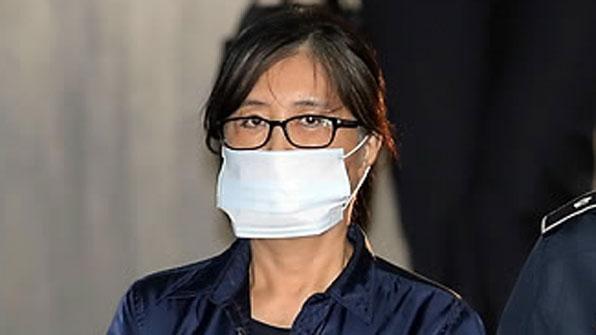 """""""民间人干政案""""主犯崔顺实一审被判20年有期徒刑 罚款180亿韩元"""