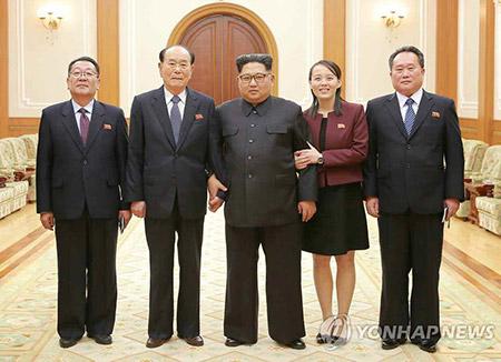 """북한 김정은 """"북남, 화해·대화분위기 승화 중요""""…대표단 보고받아"""
