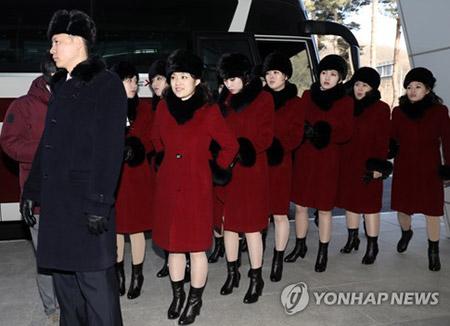 북한 매체, 예술단 귀환 보도…김여정 마중 나와