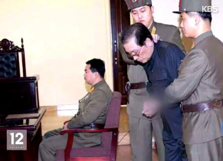 """""""장성택의 '후계자는 김정남' 발언이 배경"""""""