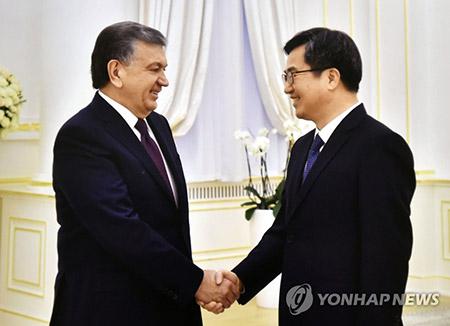S. Korean Finance Minister Meets Uzbek President to Discuss Economic Cooperation