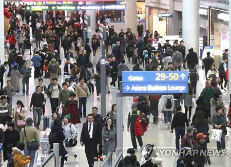 Koreaner treten zum Mond-Neujahrsfest Fahrt in die Heimat an