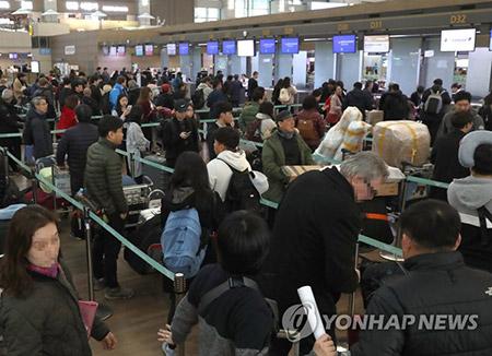仁川国際空港 旧正月連休で混雑