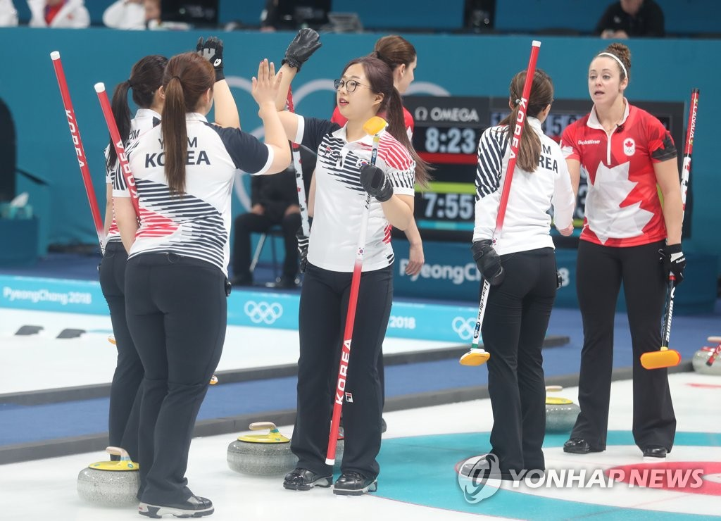 Winter Olympics 2018: Canada dominates USA  to earn first women's curling victory