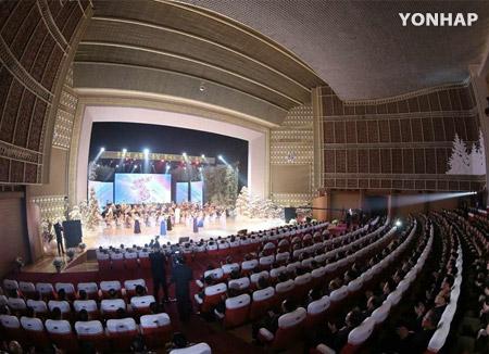 La Orquesta Samjiyon toca canciones surcoreanas en Pyongyang