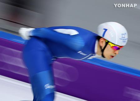Patinadores surcoreanos suman medallas en la salida en masa