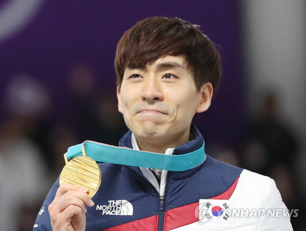 JO : le patineur Lee Seung-hoon devient le premier médaillé d'or en départ groupé hommes