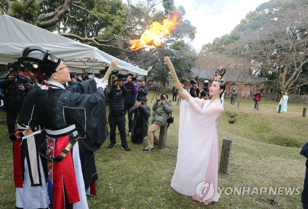 Shinsegae to give 240M won