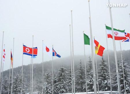 Athleten und Betreuer für Paralympics ziehen im Sportlerdorf in PyeongChang ein