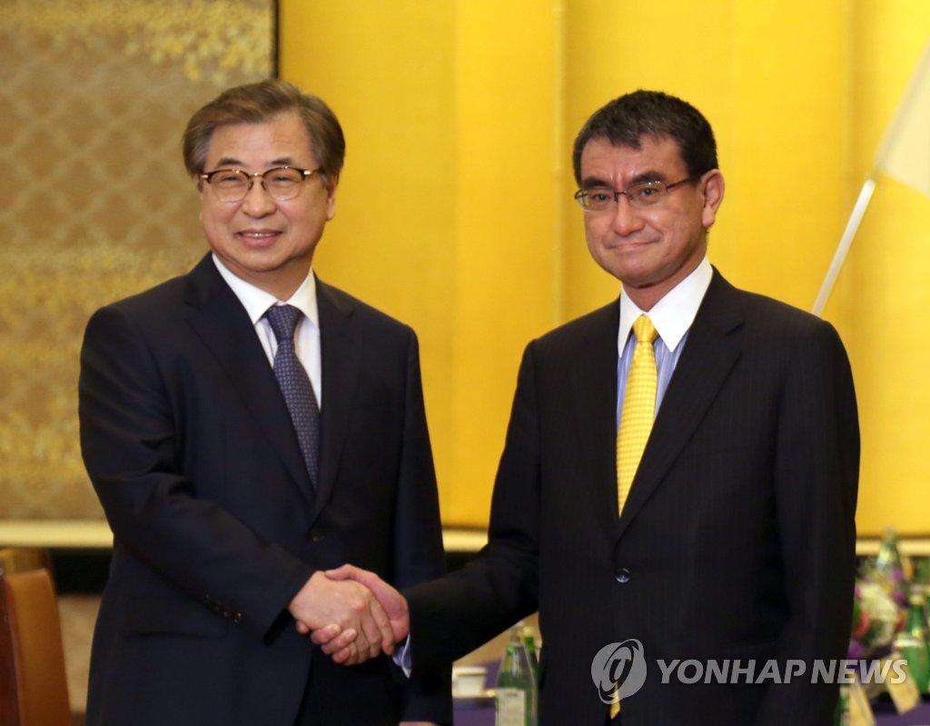 مدير المخابرات الكورية يلتقي بوزير الخارجية الياباني