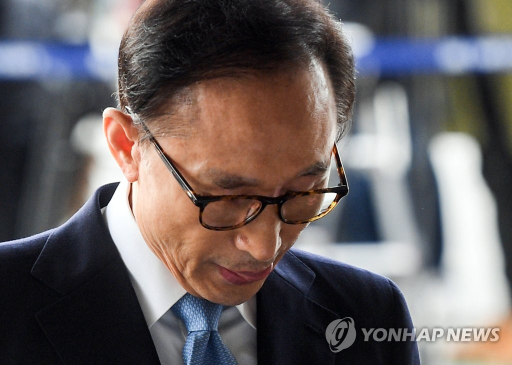 Prosecutors Finish Morning Questioning Session for Ex-Pres. Lee